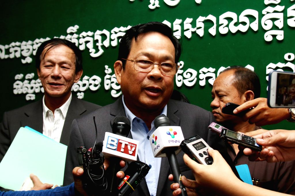PHNOM PENH, Sept. 29, 2016 - Cambodian Labor Minister Ith Samheng speaks to media in Phnom Penh, Cambodia, Sept. 29, 2016. The Cambodian government on Thursday set the new monthly minimum wage for ... - Ith Samheng