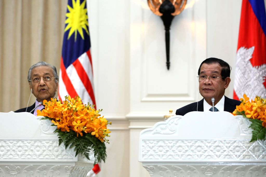 PHNOM PENH, Sept. 3, 2019 - Cambodian Prime Minister Samdech Techo Hun Sen (R) and visiting Malaysian Prime Minister Mahathir Mohamad attend a joint press conference in Phnom Penh, Cambodia, on Sept. ... - Samdech Techo Hun Sen