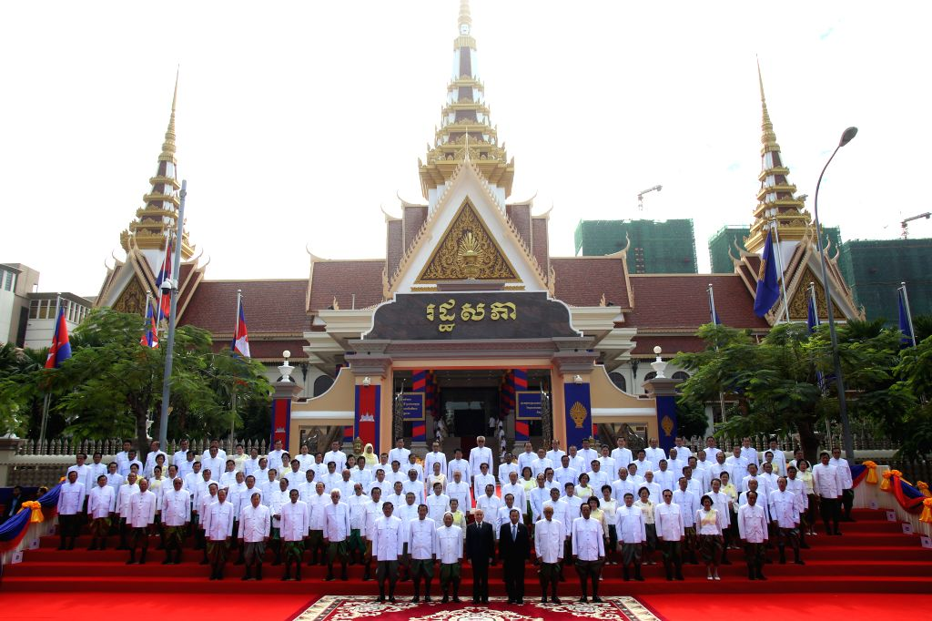 PHNOM PENH, Sept. 5, 2018 - Cambodian King Norodom Sihamoni (C, front) poses for photos with lawmakers-elect at the National Assembly in Phnom Penh, Cambodia on Sept. 5, 2018. Cambodian King Norodom ... - Samdech Techo Hun S