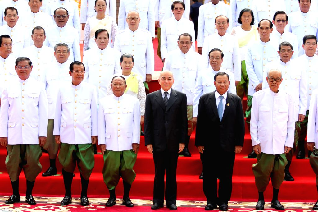PHNOM PENH, Sept. 5, 2018 - Cambodian King Norodom Sihamoni (3rd R, front) poses for photos with lawmakers-elect at the National Assembly in Phnom Penh, Cambodia on Sept. 5, 2018. Cambodian King ... - Samdech Techo Hun S