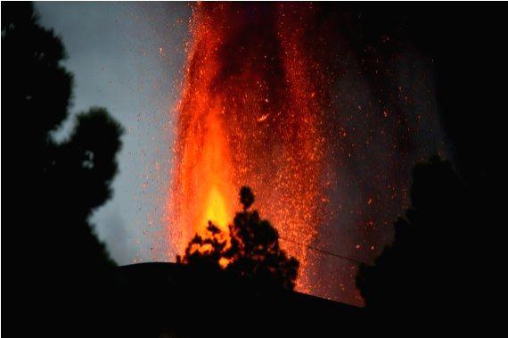 Photo taken on Sept. 23, 2021, shows the scene of volcanic eruption of Cumbre Vieja volcano in La Palma, Spain.