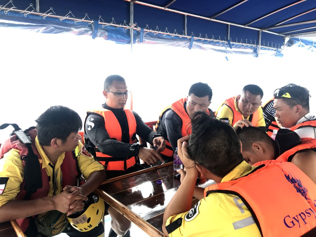 PHUKET, July 8, 2018 - Members of Thai rescue team disscuss with Chinese rescue team during the search for missing passengers from the capsized boat in Phuket, Thailand, July 8, 2018. At least 42 ...