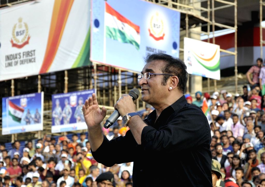 Playback singer Abhijeet Bhattacharya performs during a ceremony to mark Independence Day celebrations at the India-Pakistan Wagah border post near Amritsar on Aug. 15, 2017.