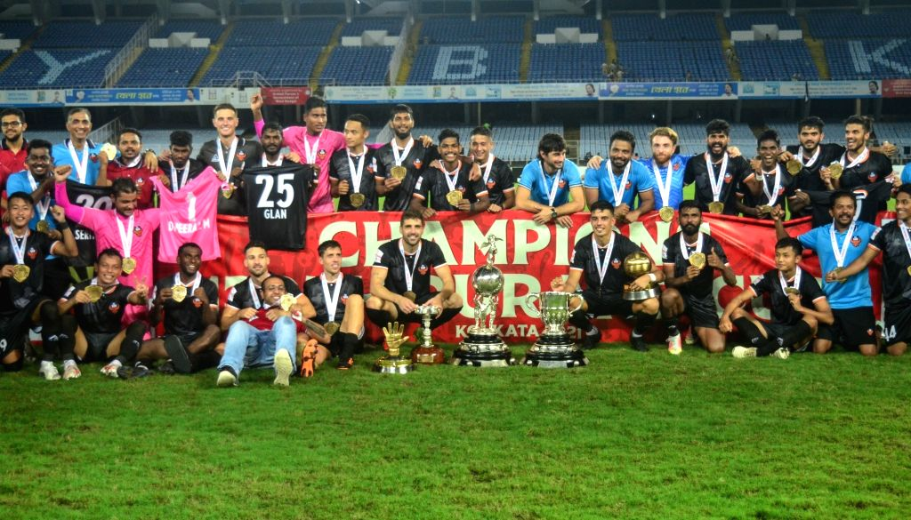 Players and officials of F.C Goa celebrated with trophy after win Durand Cup final at Salt Lake City in Kolkata. Pix IANS.
