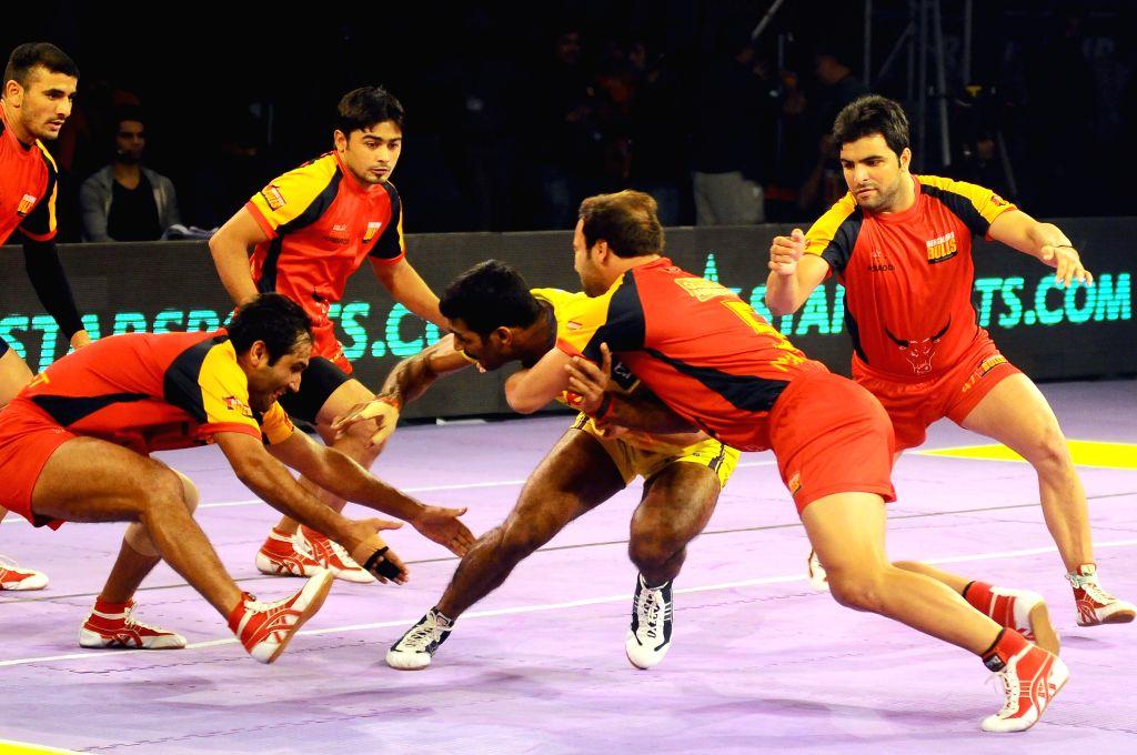 Players in action during a Pro-Kabaddi League match between Bengaluru Bulls and Telugu Titans at Kanteerava Indoor Stadium in Bangalore on Aug 26, 2014.Bengaluru Bulls won. Score: 27 - 26.
