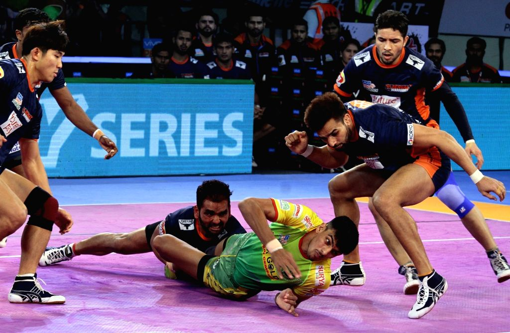 Players in action during a Pro Kabaddi League (PKL 2018) match between Patna Pirates and Bengal Warriors in Patna on Nov. 1, 2018.