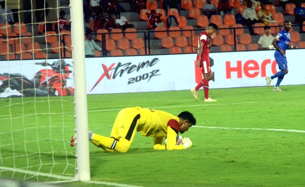 Players in action during an ISL 2018-19 match between Mumbai City FC and NorthEast United FC at Mumbai Football Arena on Feb 13, 2019.