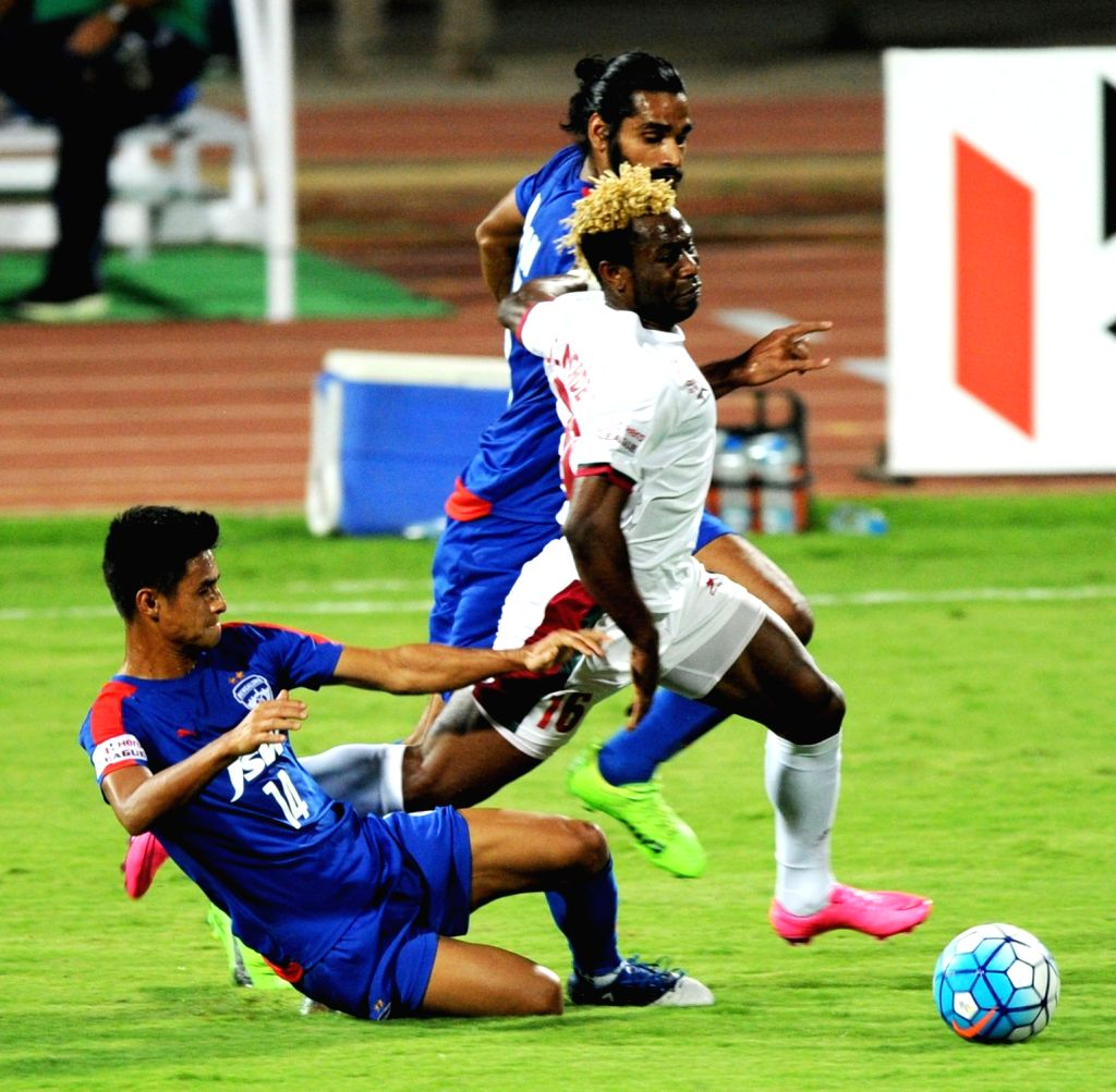 Players in action during the I-League match between Mohun Bagan and Bengaluru FC at Kanteerava Stadium, in Bengaluru on March 11, 2017.