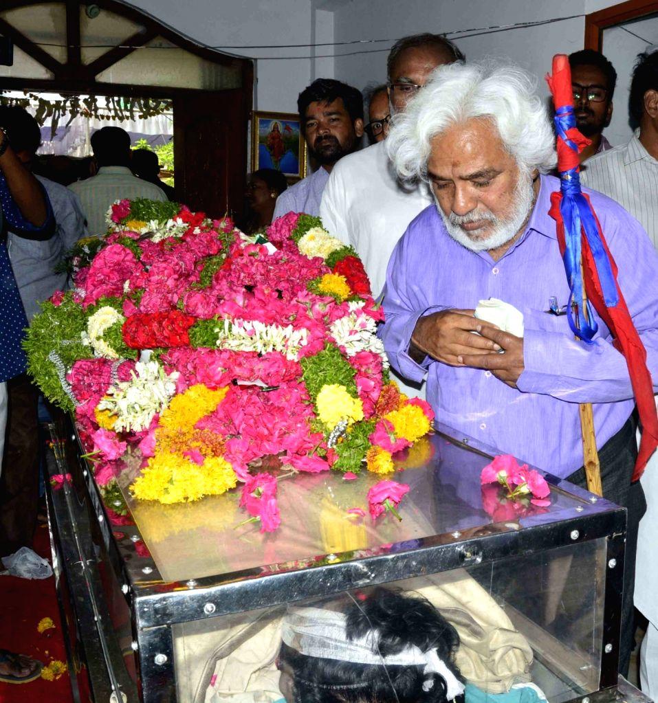 Poet Gaddar pays his last respects to the mortal remains of Bandaru Vaishnav, son of former Union Minister and BJP leader Bandaru Dattatreya, in Hyderabad on May 23, 2018. Vaishnav, 21, ...