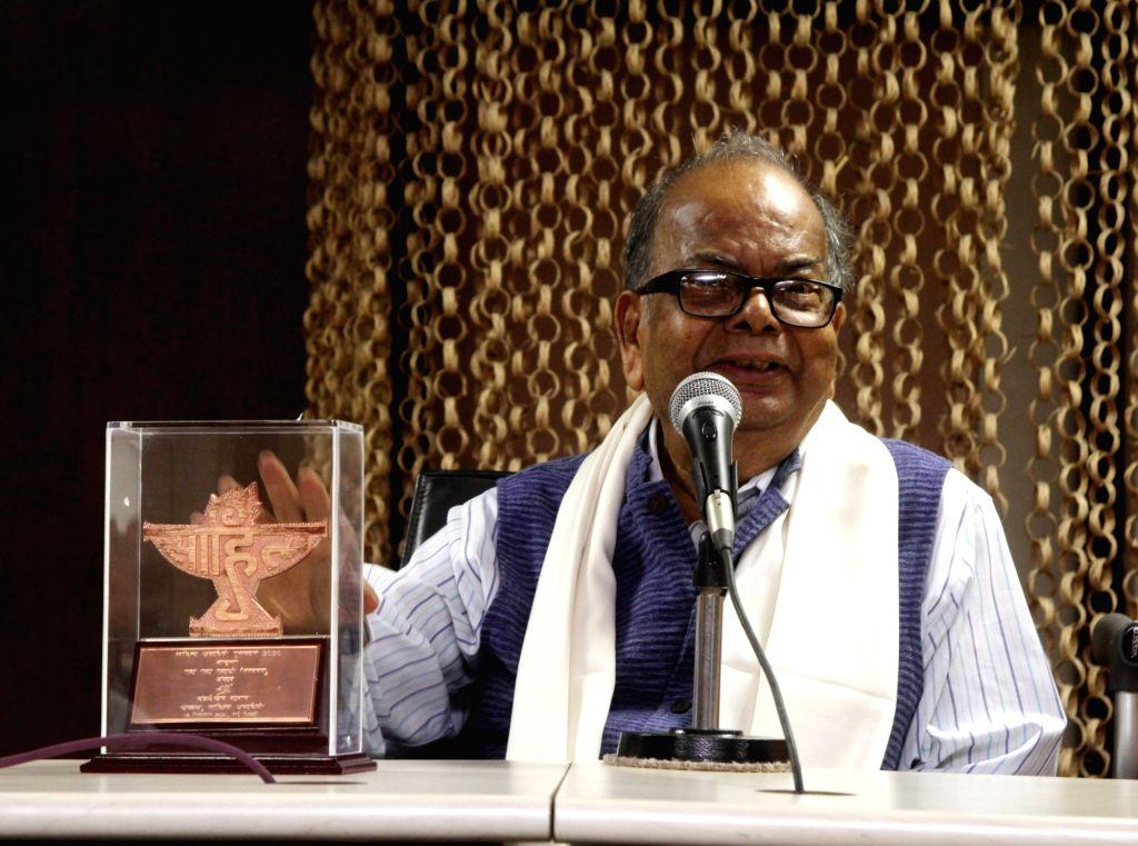 Poet Subodh Sarkar(L) handed over the Sahitya Akademi Award to Eminent author Mani Shankar Mukhopadhyay at Sahitya Akademi Sabhaghar in Kolkata on Tuesday October 05 ,2021.