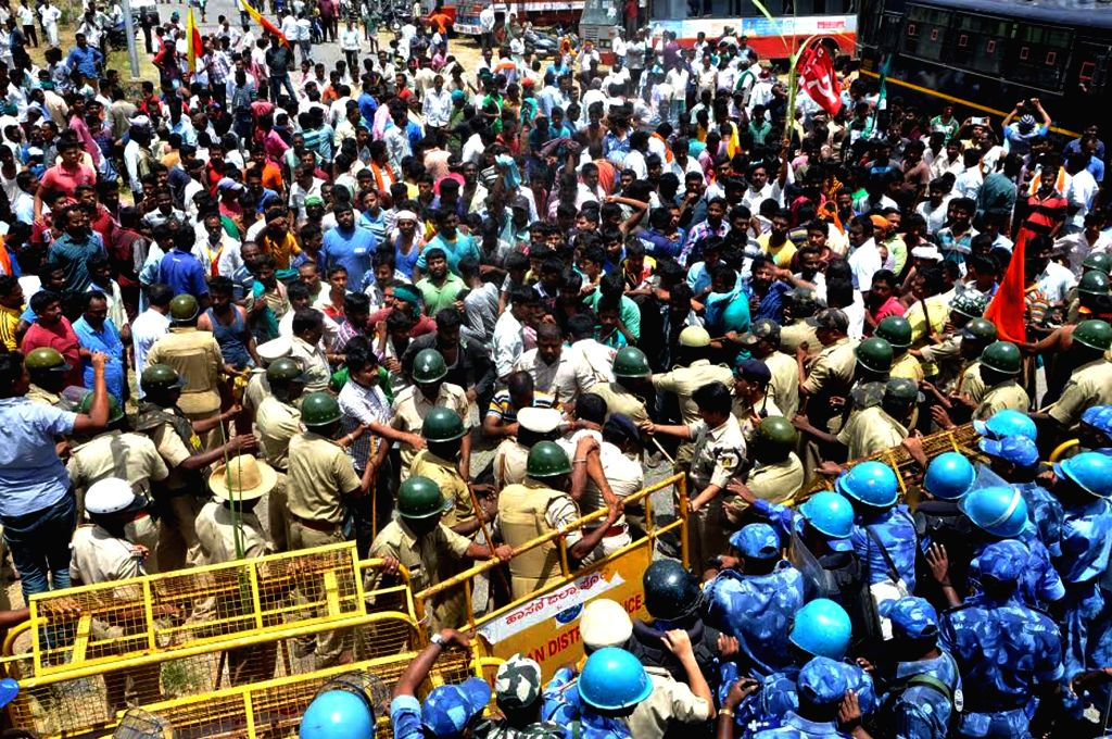 Police charge batons on farmers protesting against release  of Cauvery river water to Tamil Nadu try to enter Krishnarajasagara (KRS) dam in Mandya on Sept 9, 2016. The Supreme Court on ...