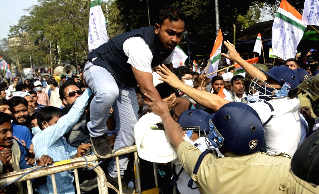 Police detains National Students Union of India activists during their protest and march to the State Assembly in Kolkata on Jan 27, 2021