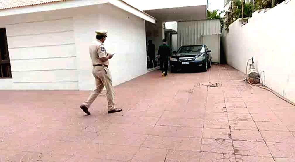 Police during investigation at the residence of Former Andhra Pradesh Assembly Speaker Kodela Siva Prasada Rao, where he committed suicide, in Hyderabad on Sep 16, 2019. The senior TDP ... - Kodela Siva Prasada Rao