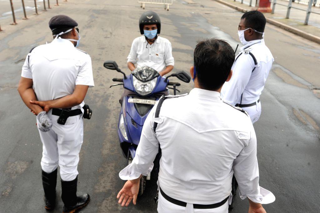 Police fine lockdown violators in Bihar