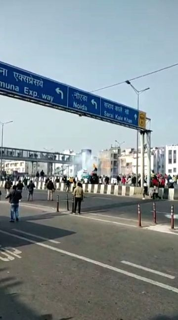 Police fires tear-gas shells on farmers at two places in Delhi.