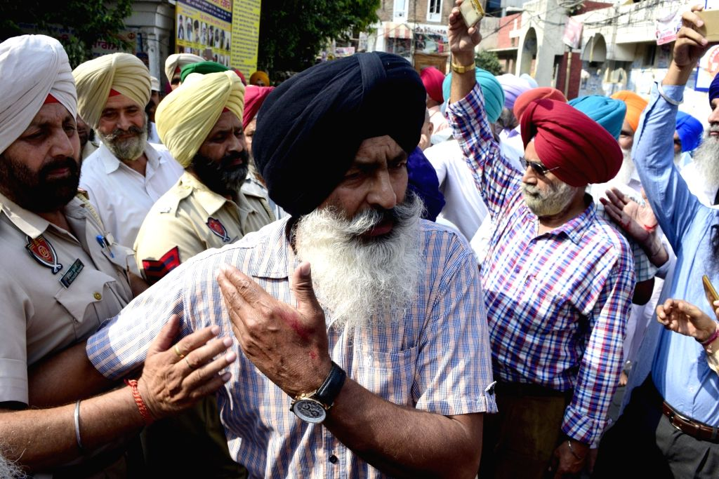 """Police intervene as rival Sikh groups clash inside the Golden Temple complex, where the holiest of Sikh shrines """"Harmandir Sahib"""" is located, leaving several people injured on Oct ... - Johar Singh"""