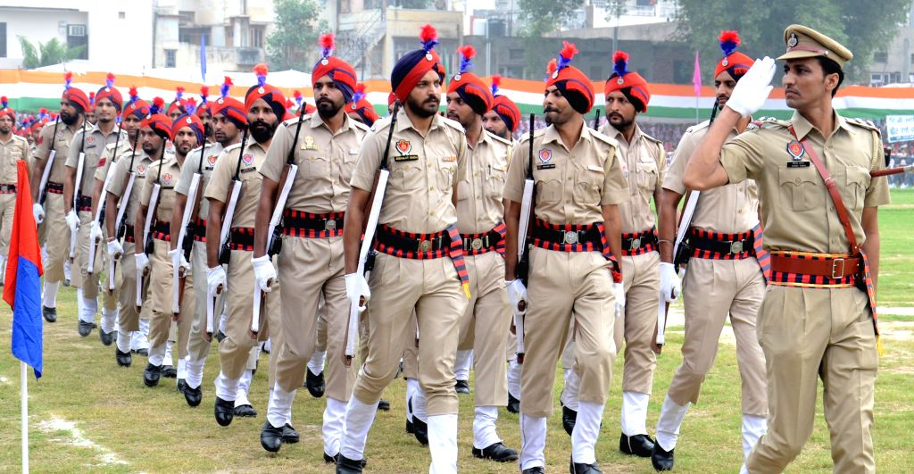 Police men participate in Independence Day in Amritsar, on Aug 15, 2015.