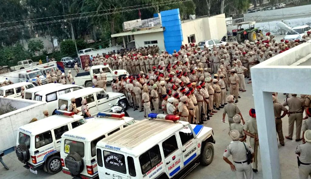 Police on high alert in the wake of terrorists' threat to airports in Amritsar, on Oct 9, 2016.
