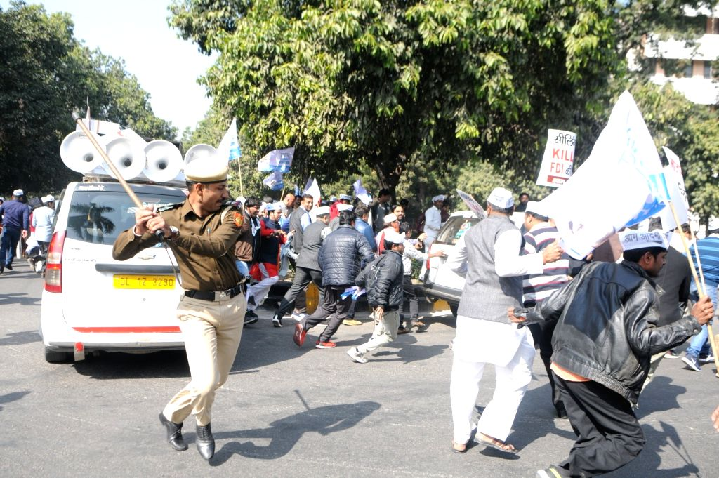 Police personnel cane charge Aam Aadmi Party workers protesting against the sealing drive and BJP government in New Delhi on Jan. 29, 2018.