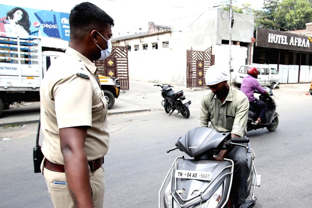 Police personnel intercepting commuters without masks and penalising them amid COVID-19 pandemic, in Chennai on Oct 8, 2020.