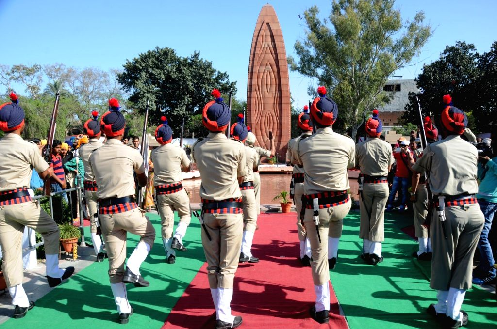 Police personnel pays tribute to the martyrs at Jallianwala Bagh on the 96th anniversary of Jallaianwala Bagh massacre in Amritsar on April 13, 2016.