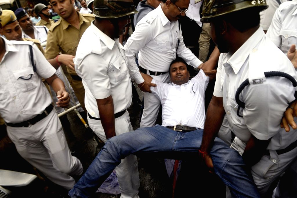 Police take away Chhatra Parishad activists demonstrating against the Central Government in Kolkata on Aug 7, 2018.