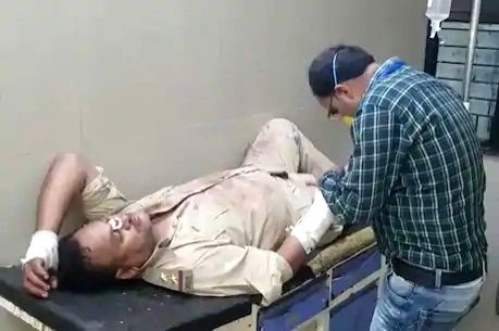 Police team attacked by mob in UP district.