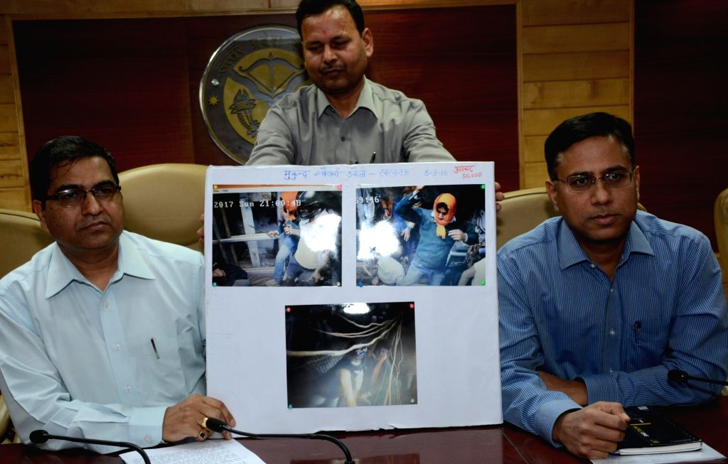 Policemen present before press the pictures of persons allegedly involved in Mukund Jewellers robbery in Lucknow on March 6, 2017. Mukund Jewellers in the Chowk bullion market was robbed off ...