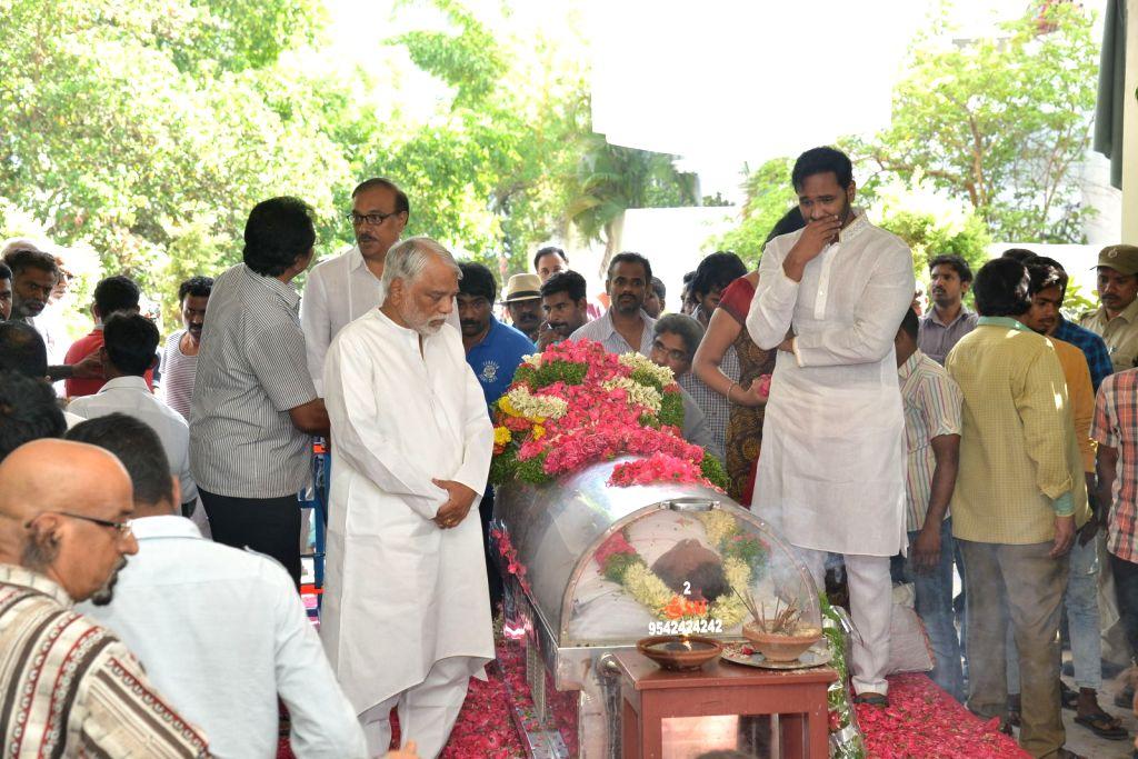 Politician K Keshava rao, actor Manchu Vishnu pays last respect to Dasari Narayana Rao at his residence. - Manchu Vishnu and Dasari Narayana Rao