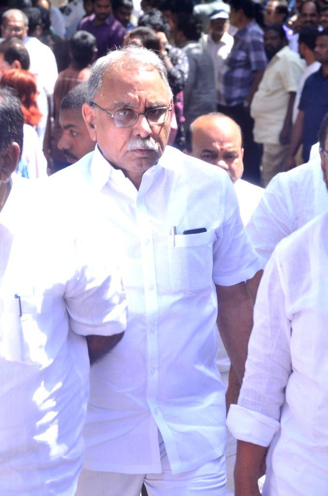 Politician KVP Ramachandra Rao pays last respect to Dasari Narayana Rao at his residence. - Dasari Narayana Rao