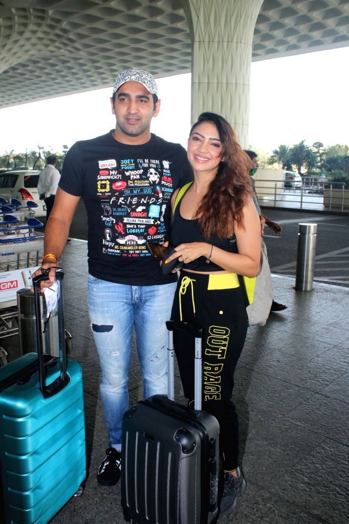 Pooja Banerjee & Husband Sandeep Sejwal spotted at Airport Departure on Friday 26th February 2021. - Pooja Banerjee