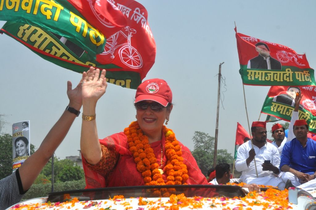 Poonam Sinha, wife of actor-turned-politician Shatrughan Sinha and Samajwadi Party's Lok Sabha candidate from Lucknow, waves at supporters during a roadshow ahead of the 2019 Lok Sabha ... - Poonam Sinha and Shatrughan Sinha
