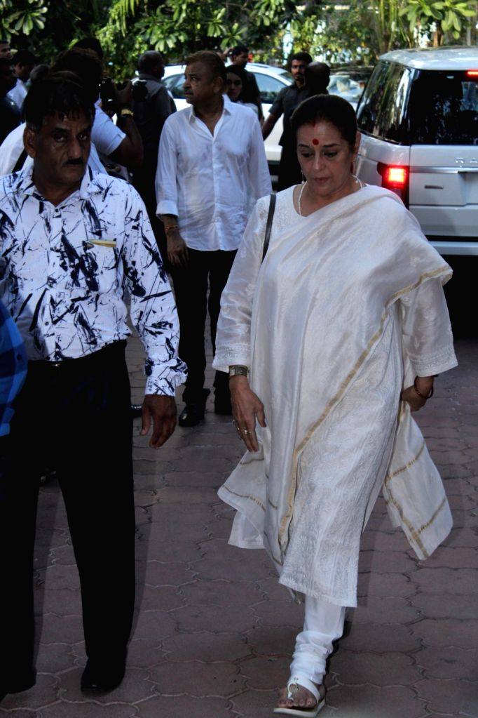 Poonam Sinha, wife of actor-turned-politician Shatrughan Sinha arrives at the prayer meet organised for late veteran action director Veeru Devgan, in Mumbai, on May 30, 2019. - Veeru Devgan, Poonam Sinha and Shatrughan Sinha