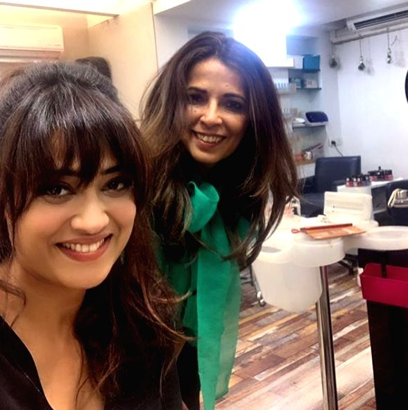 """Popular actress Shweta Tiwari who is currently seen in Sony TV's """"Mere Dad Ki Dulhan"""" recently got a new haircut. Nonetheless, she looked stunning in her new hairstyle and flaunted it as ... - Shweta Tiwari"""