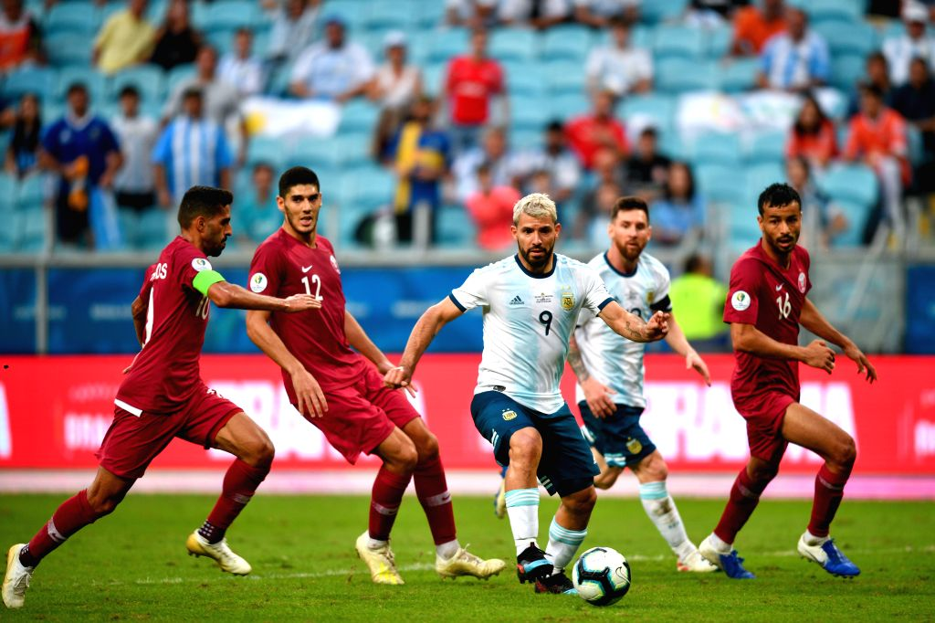 PORTO ALEGRE, June 24, 2019 (Xinhua) -- Argentina's Sergio Aguero (C) breaks through during the Group B match between Argentina and Qatar at the Copa America 2019, in Porto Alegre, Brazil, June 23, 2019. Argentina won 2-0. (Xinhua/IANS)