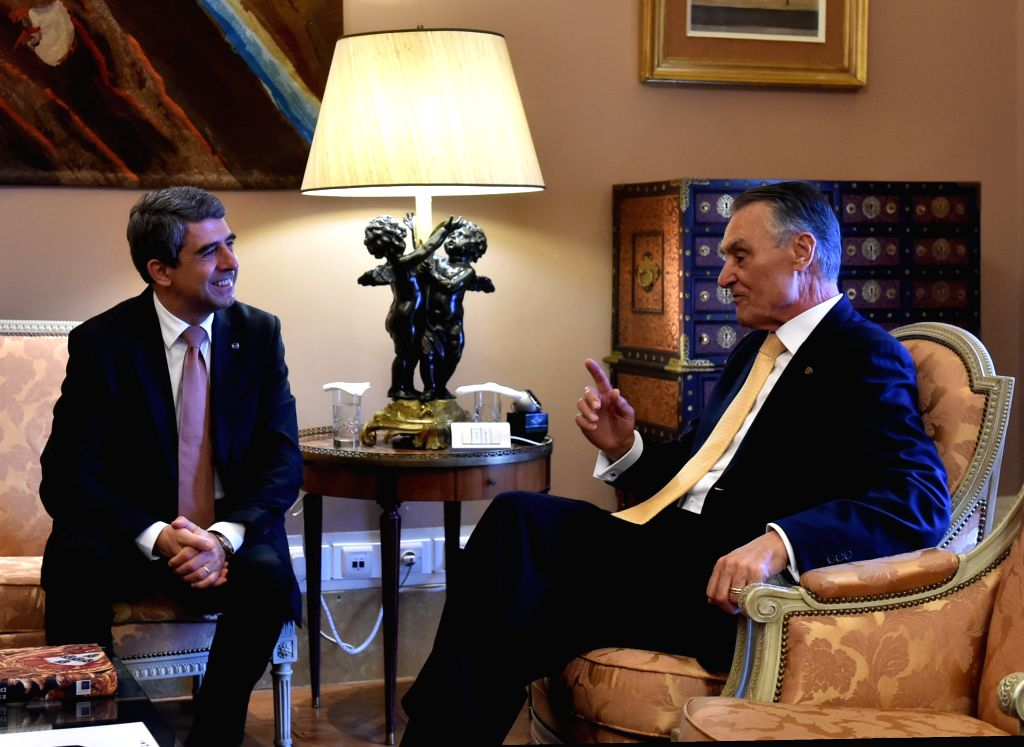 Portuguese President Anibal Cavaco Silva (R) meets with his Bulgarian counterpart Rosen Plevneliev at the Belem Palace, in Lisbon, Portugal, on Nov. 2, 2015. ...