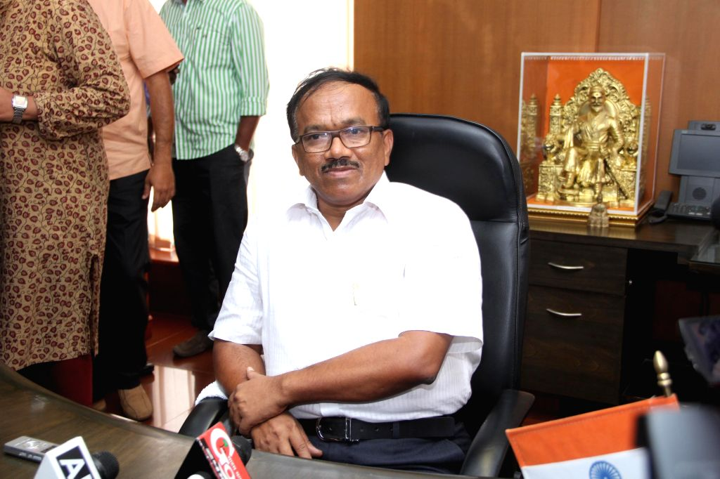 Porvorim: Laxmikant Parsekar assumes charge as the new chief minister of Goa in Porvorim, on Nov 11, 2014. (Photo: IANS)