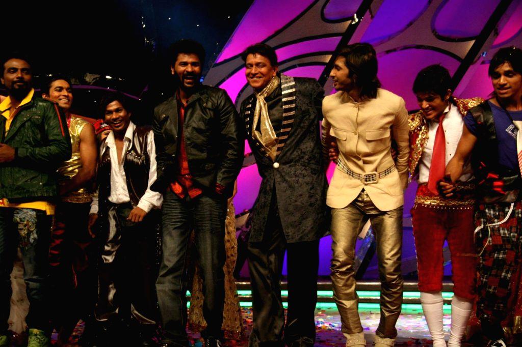 Prabhudeva and Mithun Chakraborty on the set of Dance India Dance.