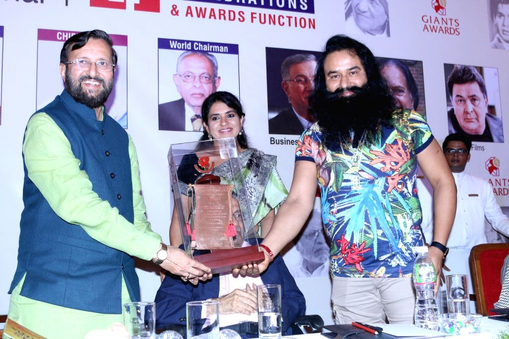 Prakash Javdekar, Union HRD Minister, presents the 44th Giants International Award to Dr Gurmeet Ram Rahim Singhji Insan in Mumbai on Sept. 17, 2016.