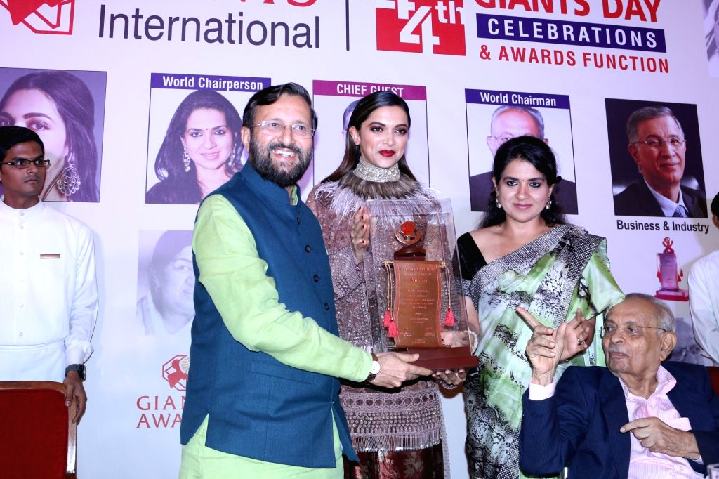 Prakash Javdekar, Union HRD Minister presents the 44th Giants International Award to actress Deepika Padukone in Mumbai on Sept. 17, 2016. - Deepika Padukone