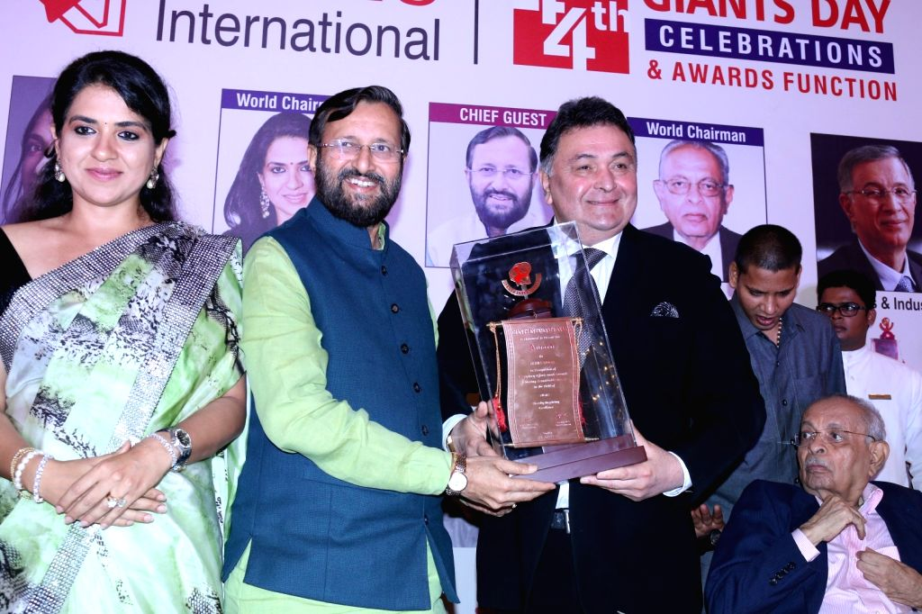 Prakash Javdekar, Union HRD Minister presents the 44th Giants International Award to actor Rishi Kapoor in Mumbai on Sept. 17, 2016. - Rishi Kapoor
