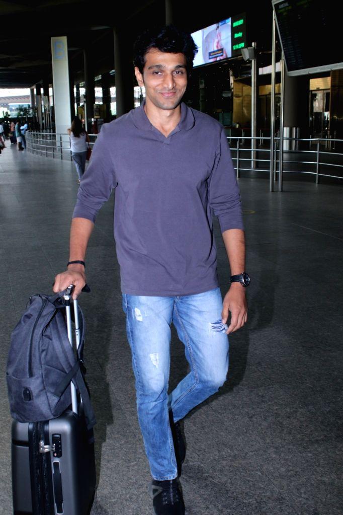Pratik Gandhi spotted at airport arrival on Monday 08th March, 2021. - Pratik Gandhi