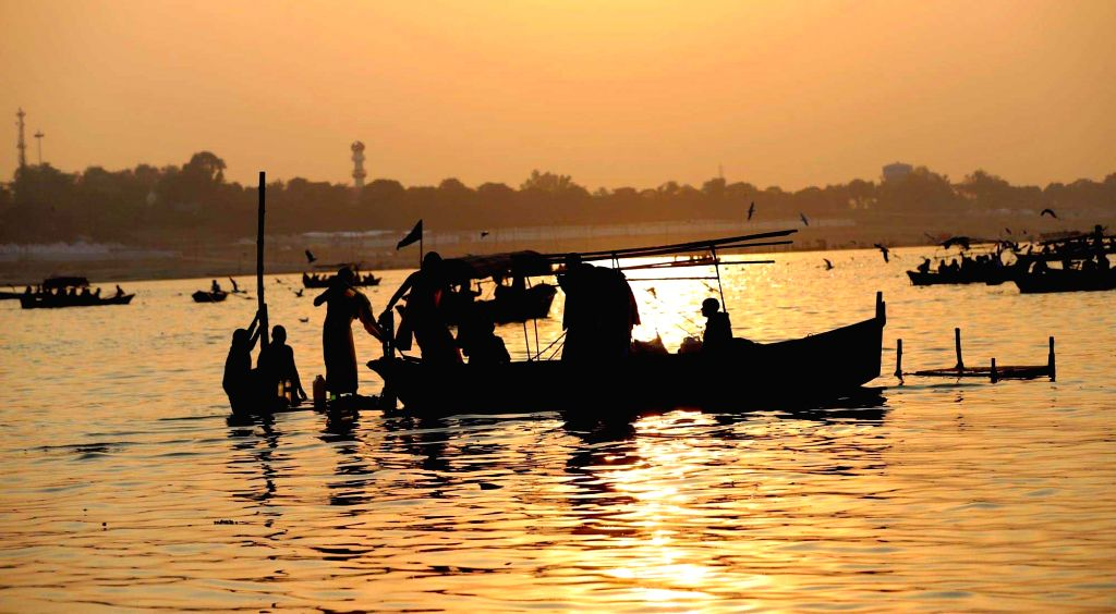 Prayagraj/Varanasi, June 10 (IANS) Even as life returns to normal in most parts of Uttar Pradesh in 'Unlock 1', the lockdown continues for boatmen in Varanasi and Prayagraj.