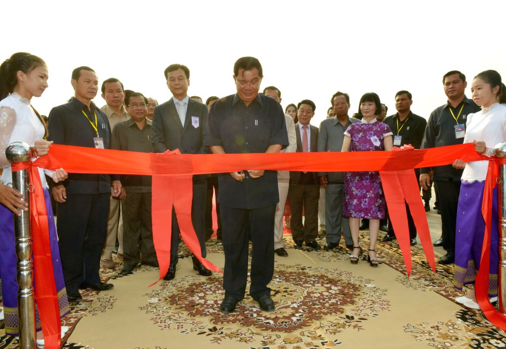PREAH VIHEAR, April 19, 2016 - Cambodian Prime Minister Hun Sen (C Front) cuts the ribbon during the inauguration of a sugar mill in Preah Vihear province, Cambodia, April 19, 2016. Chinese agro firm ... - Hun Sen