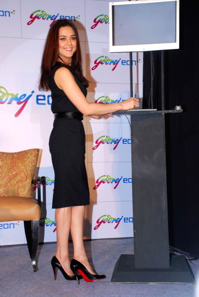 Preity Zinta endorses Godrej Eon at Rennaisance Powai.
