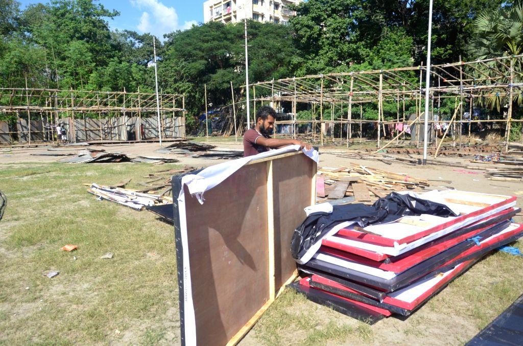 Preparation underway for the erection of Bazi Bazar (cracker mart) ahead of Diwali at Vivekananda Park in Kolkata on Nov 1, 2018.
