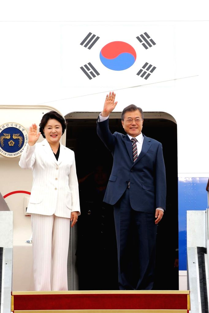 President Moon Jae-in and first lady Kim Jung-sook wave to well-wishers before leaving for Washington from Seoul Airport, just south of Seoul, on May 21, 2018. Moon will meet with U.S. ...