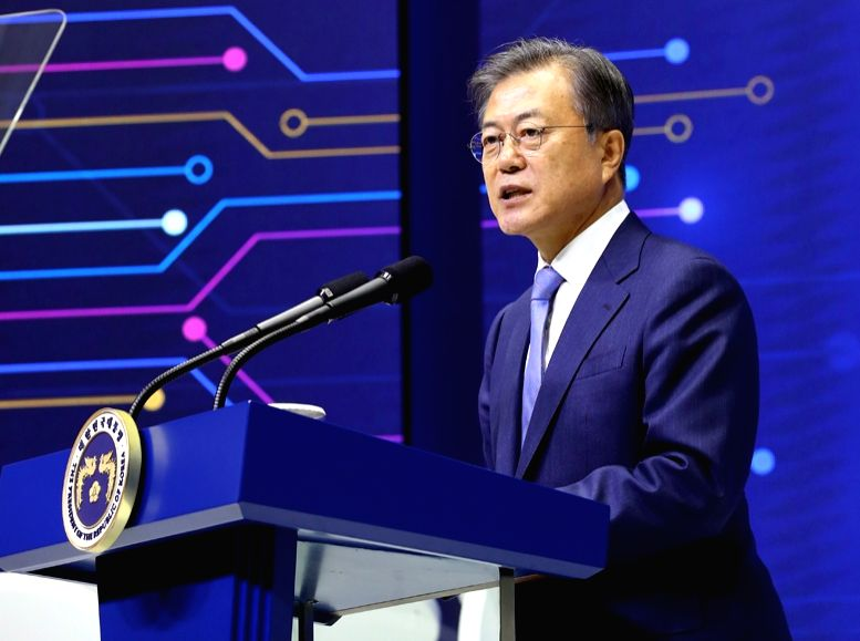 President Moon Jae-in declares a vision for South Korea's semiconductor industry during a visit to a Samsung Electronics Co. plant in Hwaseong, Gyeonggi Province on April 30, 2019. Moon resolved to ...