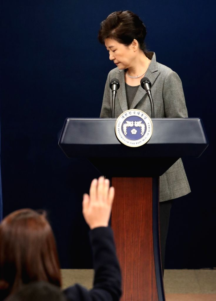 President Park Geun-hye avoids responding to a reporter's question after addressing the nation over a political scandal involving her and her longtime friend Choi Soon-sil at the presidential ...