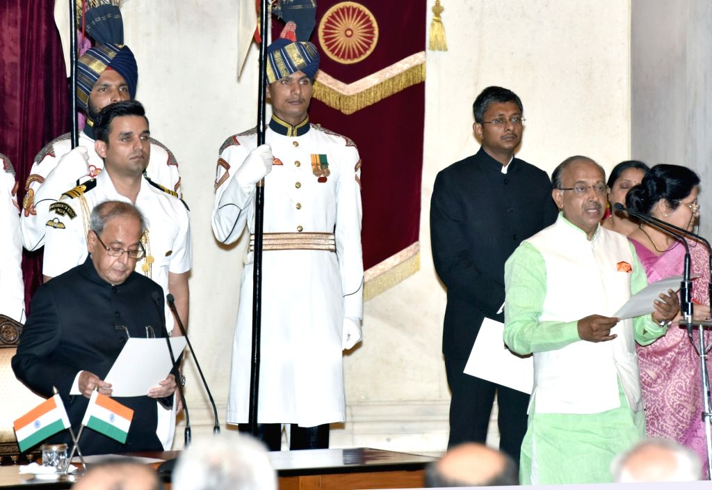President Pranab Mukherjee administers the oath of Minister of State to Vijay Goel, at a swearing-in ceremony organised at Rashtrapati Bhavan, in New Delhi on July 5, 2016. - Pranab Mukherjee